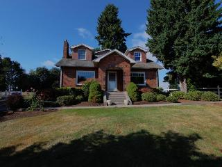 Classic pet-friendly home great for weddings & gatherings!, Boring