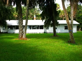 Paradise Point: A Peaceful Place to Stay, Lake Wales