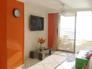 Bay view Pool steps to Beach for Families perfect, Santa Marta