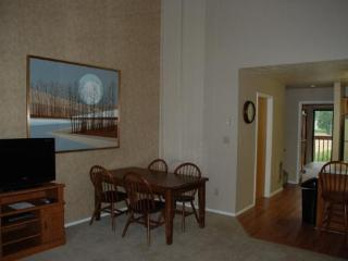 Large Wolf Lodge Condo with Vaulted Ceilings and views of Wolf Mountain, Eden