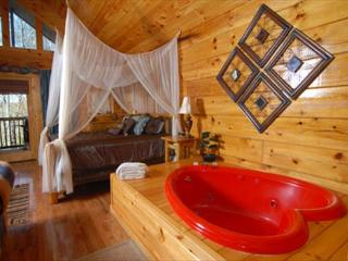 Naughty by Nature a romantic one bedroom cabin with heart shaped Jacuzzi., Pigeon Forge