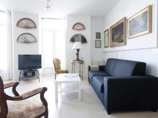 Stylish with sea views central near the beach WIFI, Donostia-San Sebastián