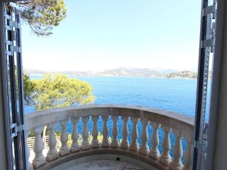 SPLENDID VILLA WITH ACCESS TO THE SEA. R.00033, Santa Ponsa