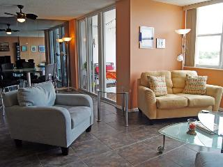 Spacious waterfront condo in Hollywood Beach, FL