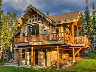 Escape to the mountains in this luxury ski-in, ski-out home!, Big Sky