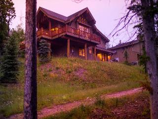Beautiful Moonlight Mountain Home with Perfect Ski-In, Ski-Out Access, Big Sky