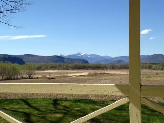 Panoramic Mountain View Home 1.9 miles to downtown, North Conway