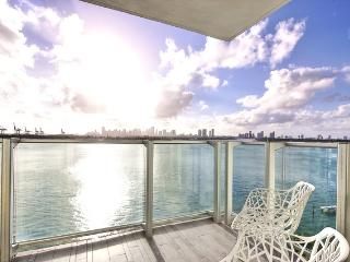 Mondrian Stunning Two Bedroom, 2 bath with amazing Water views, Miami Beach