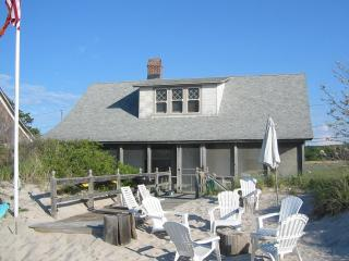 Beach House on the sand visit wineries kayaks swimming family reunion The Degan, Wading River