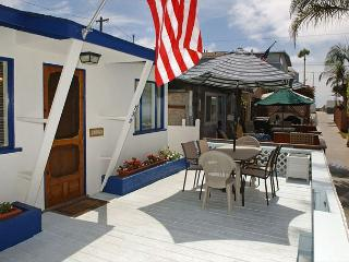 Quaint 1 Bedroom 1 Bath with 2 parking spaces and large deck., San Diego