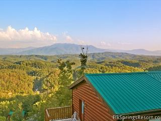 3 BR, Pet Friendly Luxury Cabin with Breathtaking Views and Home Theater Room, Sevierville