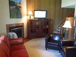 Lovely two story condo in Mt. Bachelor Village - Near The Old MIll, Bend