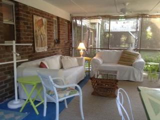 Updated cozy  beach Cottage 5 blocks from Ocean, Tybee Island