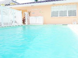 Mandalay Town-house 3 Minutes from Ocean, Nassau