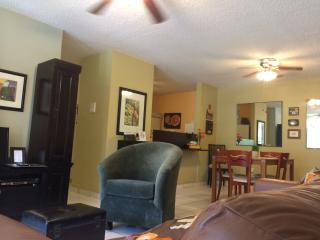 Upscaled River Park Apartment at 6.9mi. from Beach, Bayamon