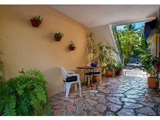 Economical hotel style room with queen bed & bath w shower, Puerto Morelos