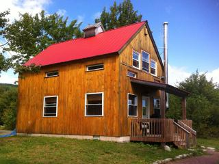 The Eco-Friendly Red Chalet, North River Bridge