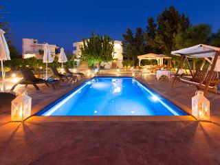Villa Dora next to sandy beach, Faliraki