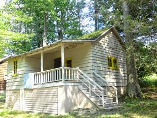 Lakeside Country Cottage on Lake Wallenpaupack, Tafton