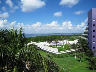 Charming penthouse with private roof top terrace., Cancun