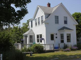 Well Kept In-Town Home with Harbor Views, Stonington