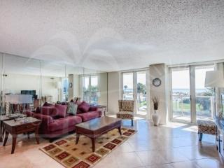 Contemporary & Cozy with a Gulf View, Centrally Lo, Pensacola Beach