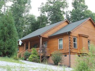 New Log Cabin, Views, Gas Logs, Hiking, River Two Minutes. Little Switzerland Nc