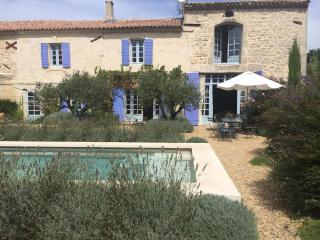 Stunning 4 Bedroom Provence Farmhouse, Pool & Village Life, Maussane-les-Alpilles