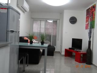 NEAR OLD CITY CHIC 1BR WALK TO THE WALL, Jerusalem