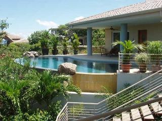 Dragonfly Hill -4 bedrooms and 3.5 bathrooms plus self-contained apartment, Playa Hermosa
