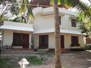 independent clean home with rooftop sea view, Vizhinjam