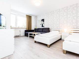 90 Modern Center apartment for 5 in Cologne Deutz, Colonia