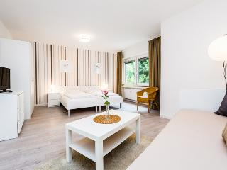 93 Modern Center apartment for 4 in Cologne Deutz, Colonia