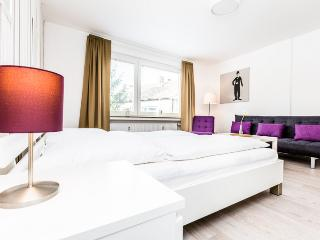94 Modern Center apartment for 5 in Cologne Deutz, Colonia