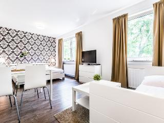 61 Modern, bright apartment in Cologne Höhenberg, Colonia