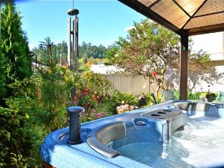 Serene Suite- Hot tub/Forest NR OCEAN- Castle too!, Victoria