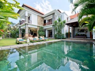 Seratus, Luxury 3BR, Close to Beach, Seminyak