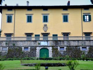 Villa Pandolfini 2 - historical villa apartment at Florence in Italy, Lastra a Signa