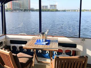Floating Room With An Ocean View!, Sunny Isles Beach