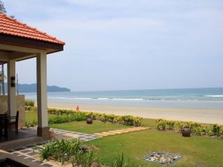 Direct Beach Front Villa With Private Pool/Garden, Kota Kinabalu