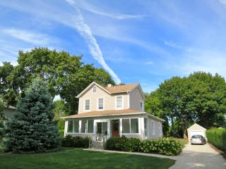 Adorable, Updated Farmhouse; Walk to Beach & Town!, Southold