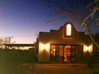 Bohemian Desert Chic - wifi, hdtv, close to park., Joshua Tree