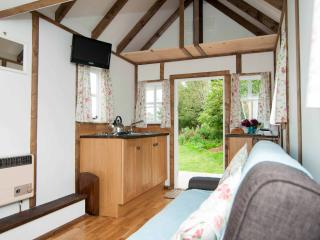 Eco cottage on farm, countryside views,Pett,Sussex