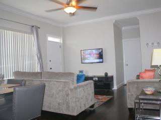 Upscale & Luxurious. Large 1/1 modern condo at Fam, Hollywood