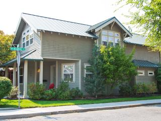 Downtown Bend Vacation Rental Walk Everywhere!