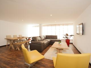 Bright & Spacious 2 Bedroom Apartment in Zona T, Bogota