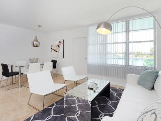 Modern 3 Bedroom Beachfront Apartment, Miami
