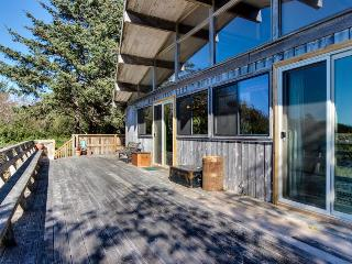 Vintage charm in a beach cabin with amazing views, Neskowin