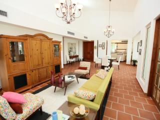 Luxurious Spanish-Style Villa, Now with 10% off, Dorado
