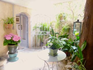Delightful Spacious Studio With Covered Terrace, Cagnes-sur-Mer
